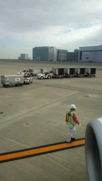 行きの羽田空港、機内より